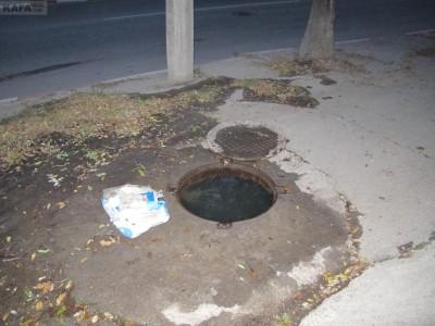 В Феодосии об открытых канализационных люках нужно сообщать в ЖЭК